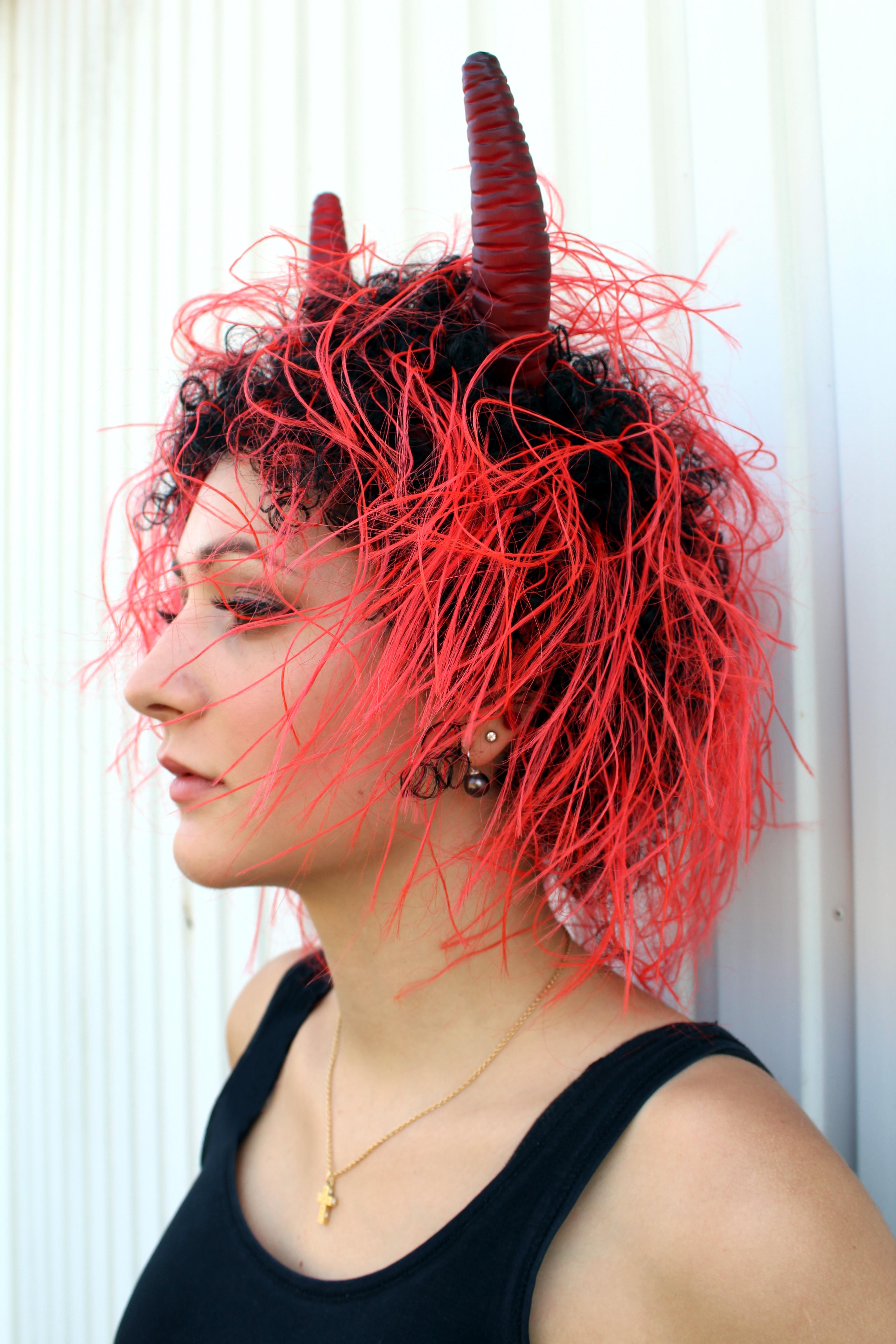 Perucke Diabolo Teufel Horner Rot Kunsthaar Fasching Halloween